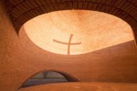 La capilla que recrea la crucifixi�n a trav�s de sombras