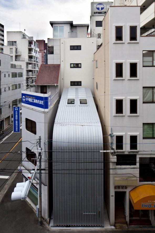 Casa ciega entre edificios noticias de arquitectura for Buscador de arquitectura