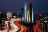 Con la idea de integrar a la planeaci�n urbana la arquitectura y el arte, Luis Barrag�n dise�o las Torres de Sat�lite.